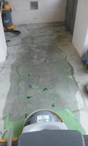 Levigatura cemento in fase di lavorazione
